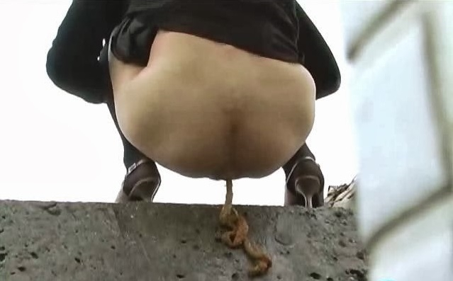 Acrobatic outdoor pissing and pooping - BFFO-05 (SD 640x480)